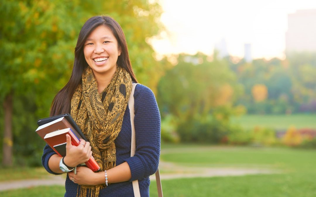 Using Scholarships to Help Pay for a College Education